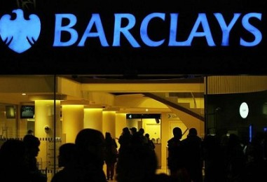 A brit Barclays bank is a bitcoin felé kacsingat
